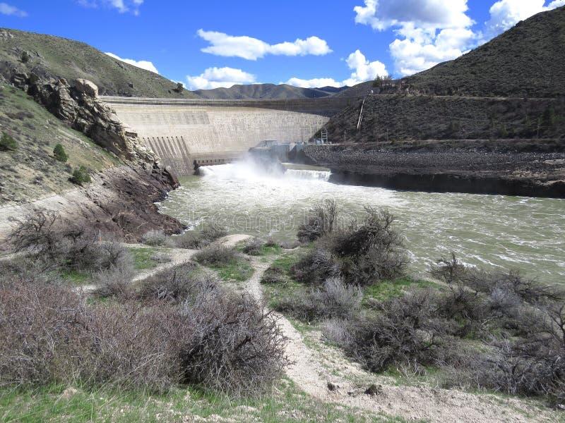 Den hydroelektriska fördämningen frambringar ren förnybar makt royaltyfri fotografi