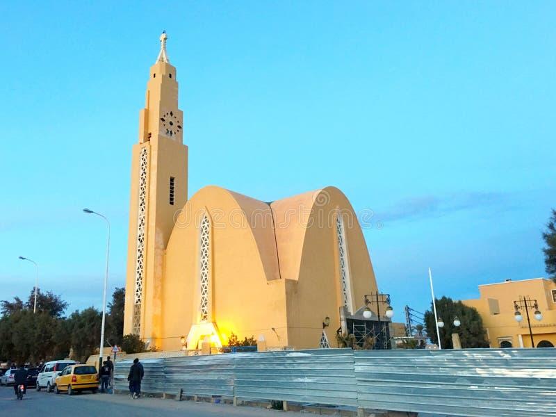 Den Ibn El-Houeyretar moskén i Bechar, Algeriet Moskén var den Notre Dame Du Sahara kyrkan för Musl royaltyfri foto