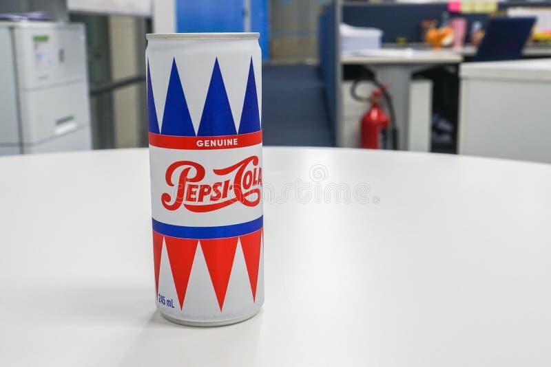 Den illustrativa redaktörs- tappningdesignen kan av Pepsi-Cola brännmärka i regeringsställning för uppfriskning royaltyfri bild