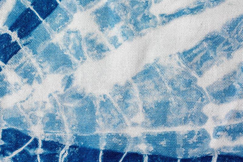 Den indigobl? bandf?rgen f?r tyg som en bakgrund och en textur arkivfoto