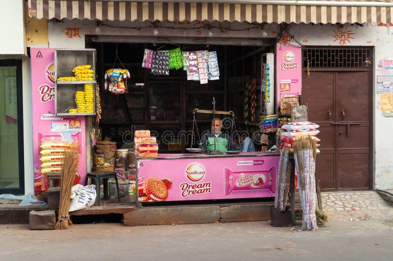 Den indiska lokalen shoppar i Agra arkivbild
