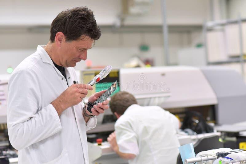 Den industriella fabriken för enhet av microelectronics - iscensätta c arkivfoton