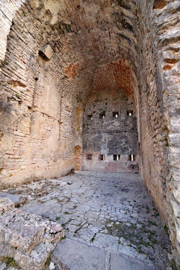 Den inre detaljen fördärvar av ett forntida fort som används av soldater du fotografering för bildbyråer