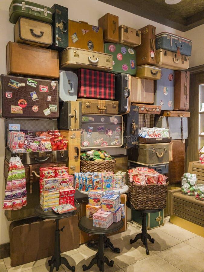 Den inre sikten av en special godis shoppar i Glendale Galleria arkivfoton