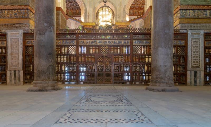 Den inre sikten av mausoleet av Sultan Qalawun, del av Sultan Qalawun Complex lokaliserade i Al Moez Street, Kairo, Egypten fotografering för bildbyråer