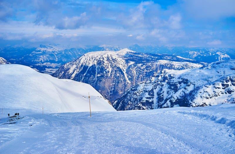 Den insnöade Krippenstein berglutningen, Dachstein massiv, Salzkammergut, Österrike royaltyfria bilder