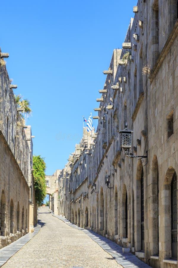 Den Ippoton gatagatan av riddare beskådar hdr i Rhodes den gamla staden, Dodecanese royaltyfri foto