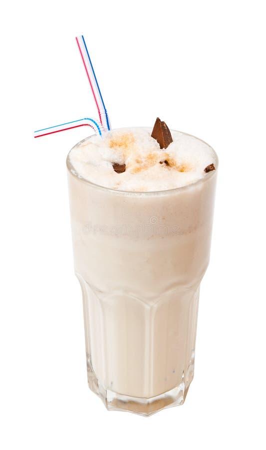 den isolerade chokladcoctailen mjölkar white fotografering för bildbyråer