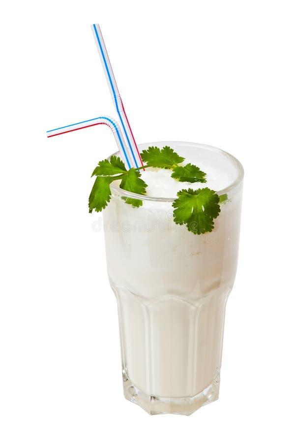 den isolerade coctailen mjölkar white arkivbilder