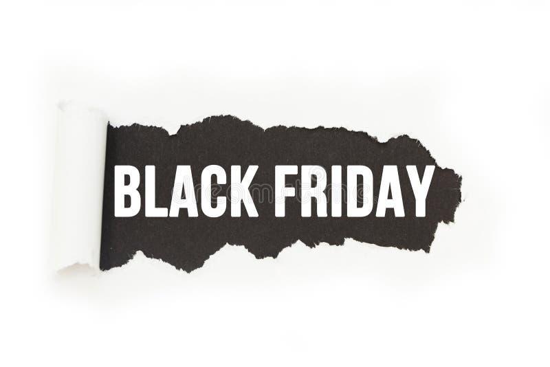 Den isolerade inskriften 'Black Friday 'på en svart bakgrund, papper brister stock illustrationer