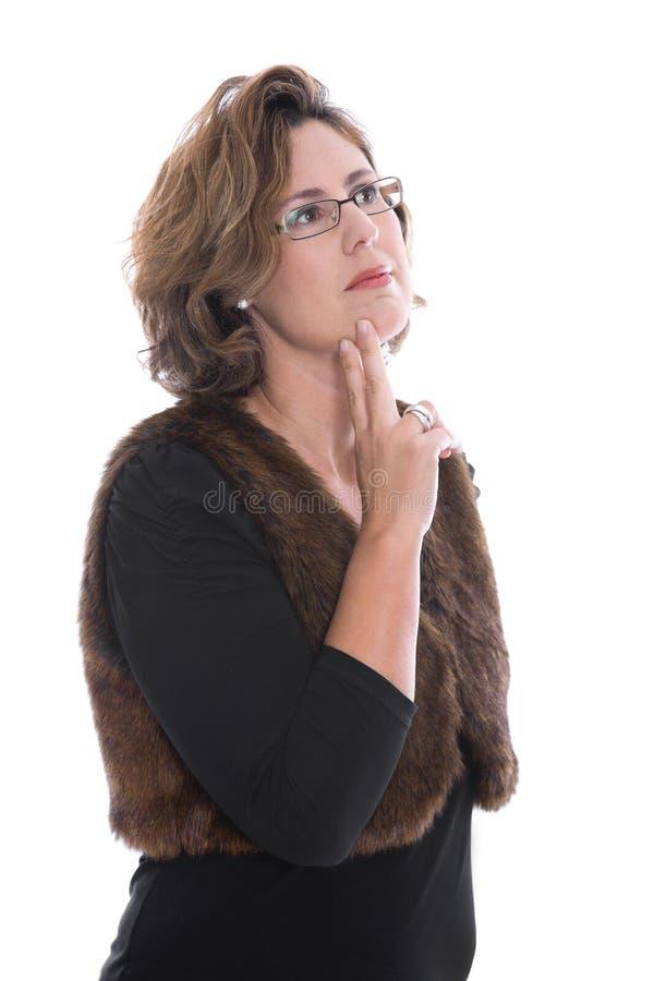 Den isolerade mitt åldrades affärskvinnan som ser eftertänksam och tvivelaktigt royaltyfria foton