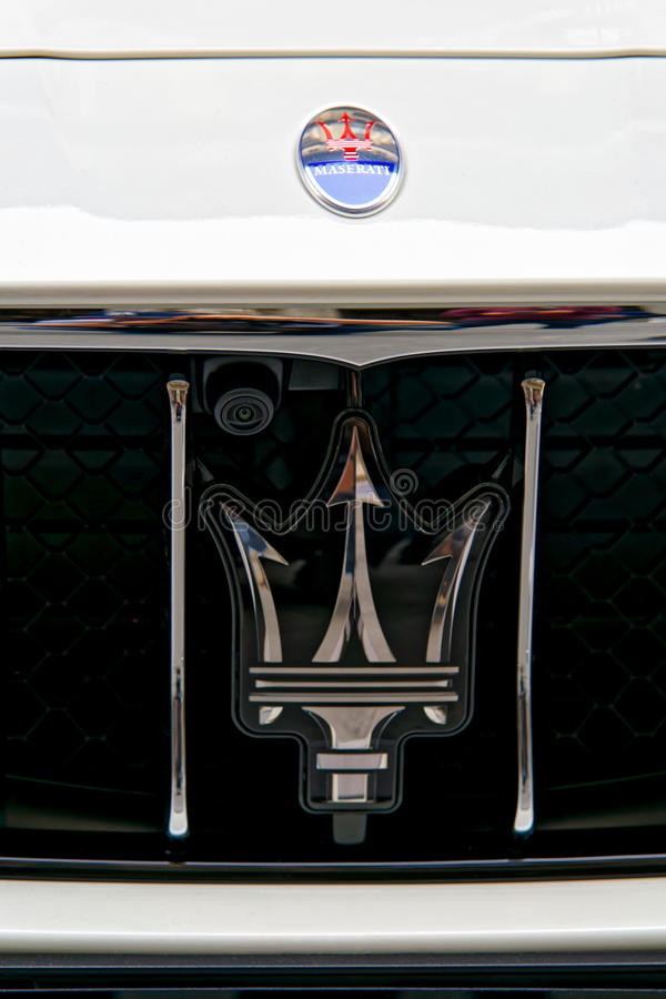 Den italienska bilen Maserati undertecknar in Florence royaltyfria bilder