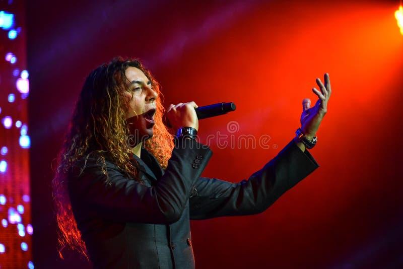 Den italienska sångaren Danielle Lamberto som utför på etapp under den stora Apple musiken, tilldelar konsert 2016 arkivfoto