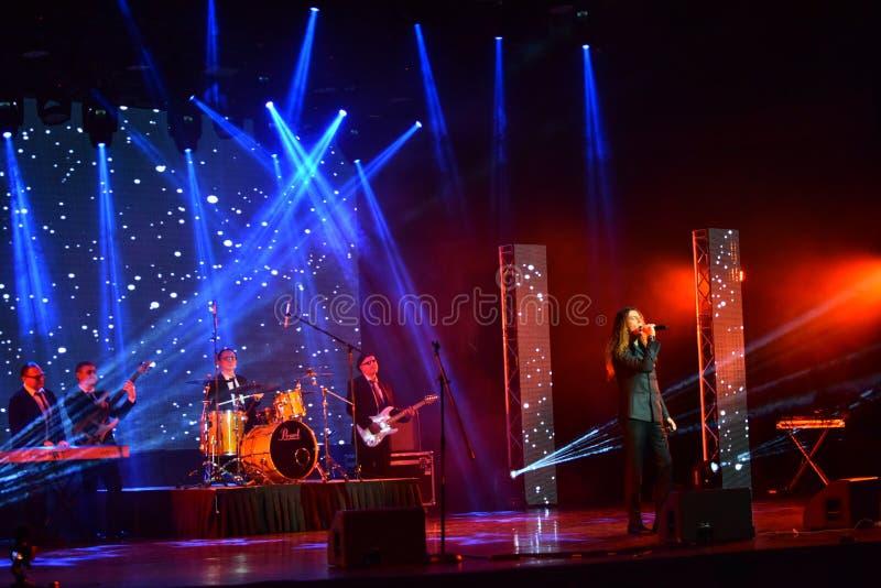Den italienska sångaren Danielle Lamberto som utför på etapp under den stora Apple musiken, tilldelar konsert 2016 royaltyfria bilder