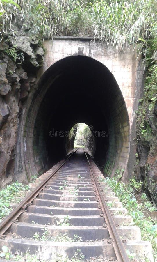 Den järnväg tunnelen Sri Lanka arkivfoton