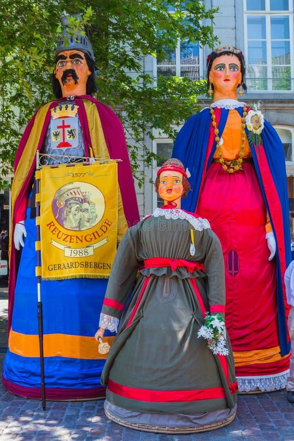 Den jätte- kolossen, jätte Gerarda Ghislaine Agnes Frieda och den jätte- barnbabaen i Maastricht royaltyfri bild