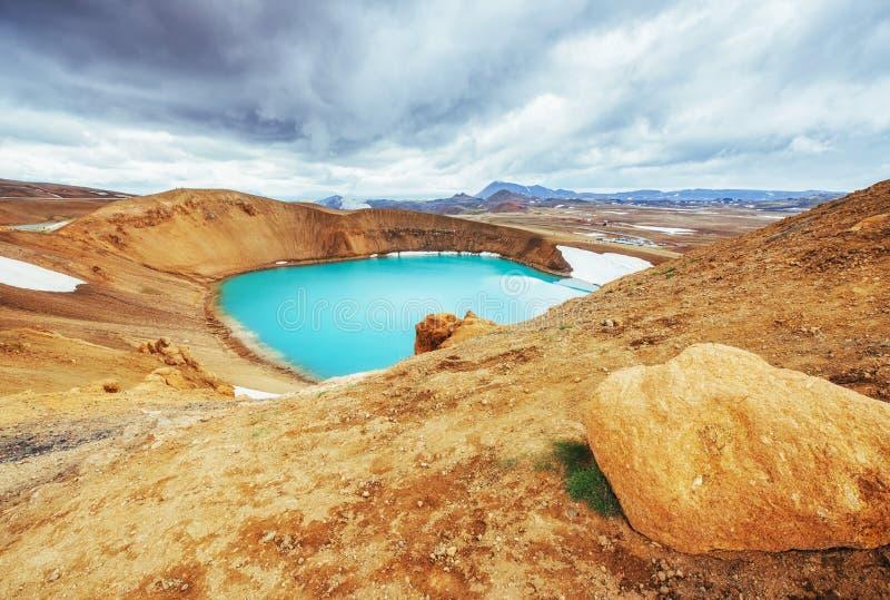 Den jätte- vulkan förbiser Turkos ger en varm geotermisk wa royaltyfria bilder