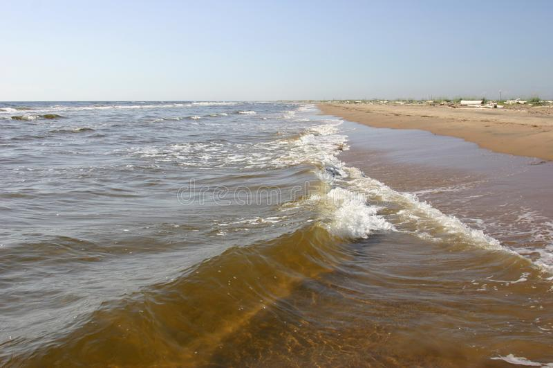 Den känsliga sandstranden på Vita havet Sommardagen royaltyfri bild