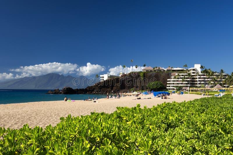 Den Kaanapali stranden, svart vaggar i avståndet, Maui, Hawaii fotografering för bildbyråer