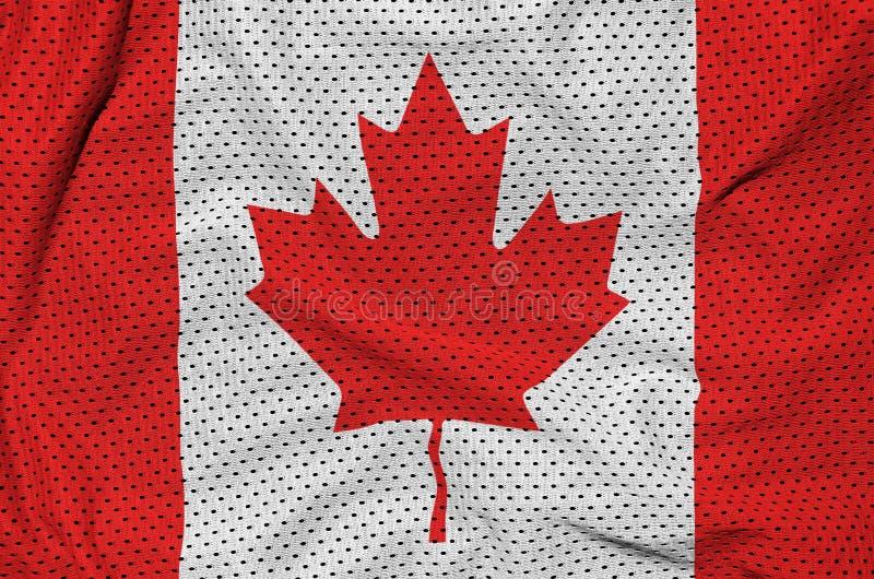 Den Kanada flaggan skrivev ut på ett tyg för ingrepp för polyesternylonsportswear royaltyfri bild