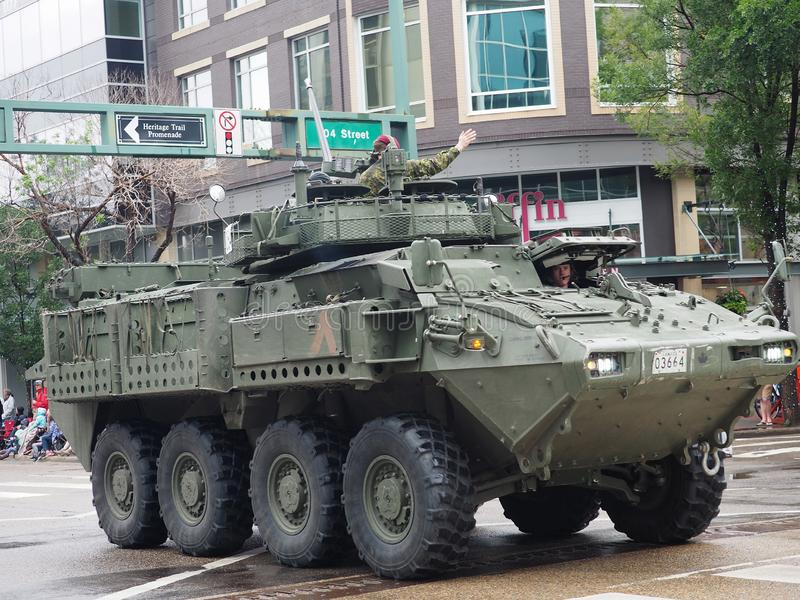 Den kanadensiska soldaten In Tank In ståtar i Edmonton Alberta royaltyfri bild