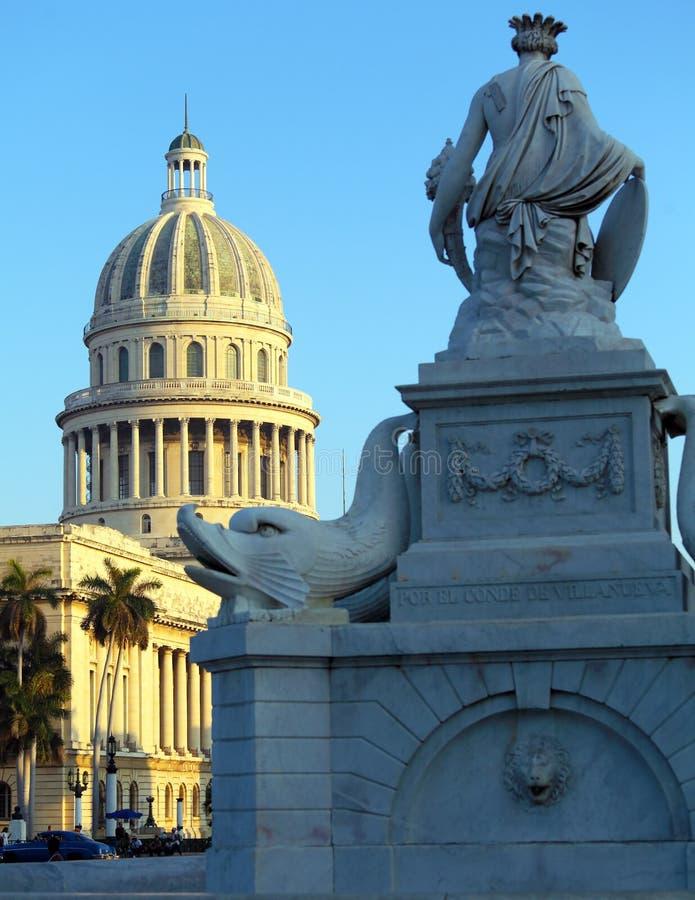 Den Kapitoliumbyggnads- och Fuente de laen Indien, havannacigarr arkivfoton
