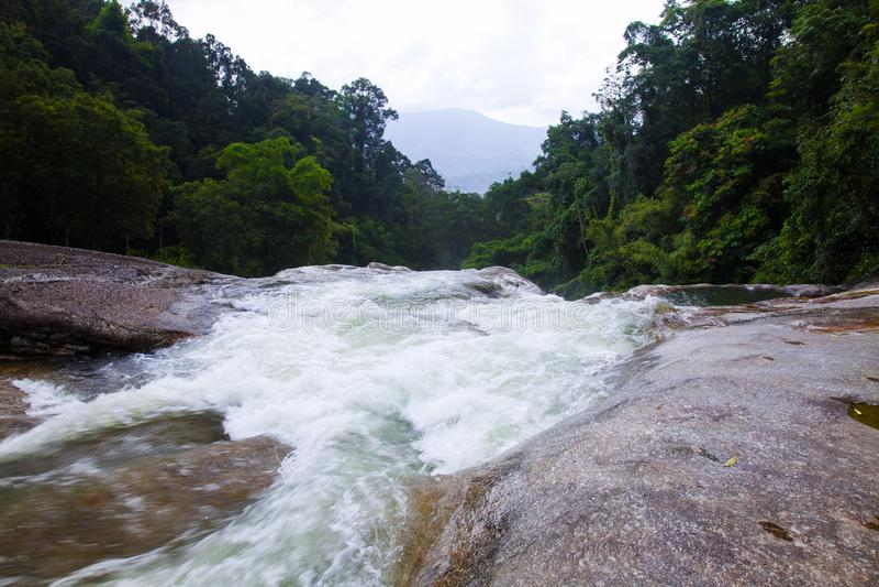 Den Karom vattenfallet är en av dragningarna av den Nakhon SIthammaraen royaltyfri foto