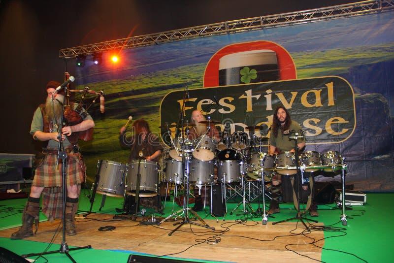 Den keltiska musikgruppSaor patrullen royaltyfri bild
