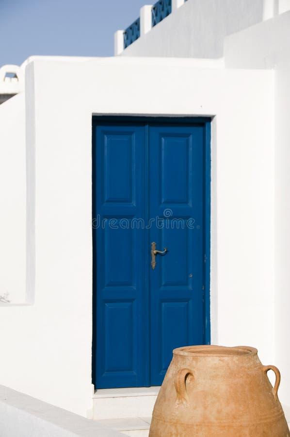 den keramiska greken houses den stora krukan för ön royaltyfri foto