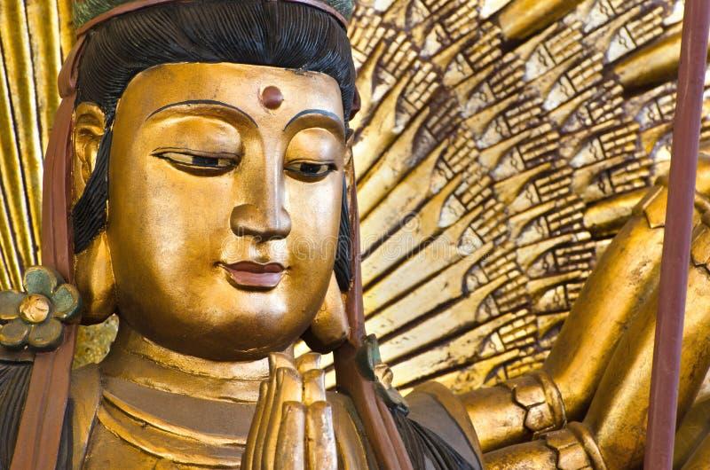 den kinesiska guden hands im kuan lai tusen u arkivbilder