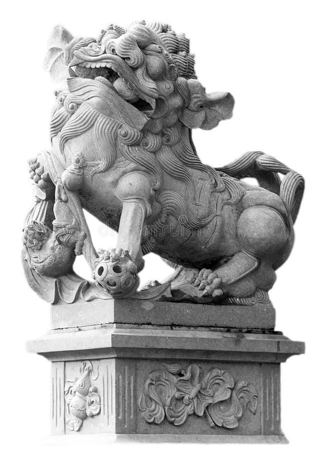 Den kinesiska imperialistiska Lion Statue på vit bakgrund arkivbild