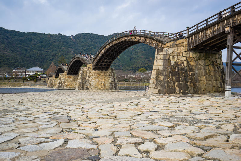 Den Kintai bron i Iwakuni, Japan royaltyfri foto
