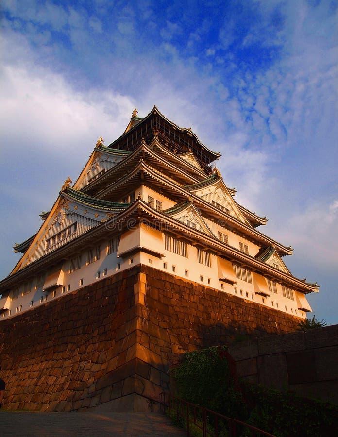 Den klassiska Osaka Castle Under Sunset arkivfoton