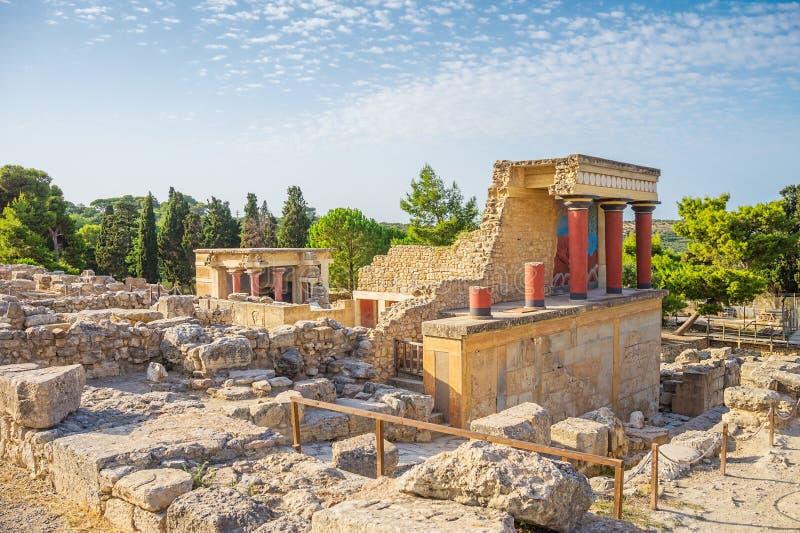 Den Knossos slotten fördärvar royaltyfri fotografi