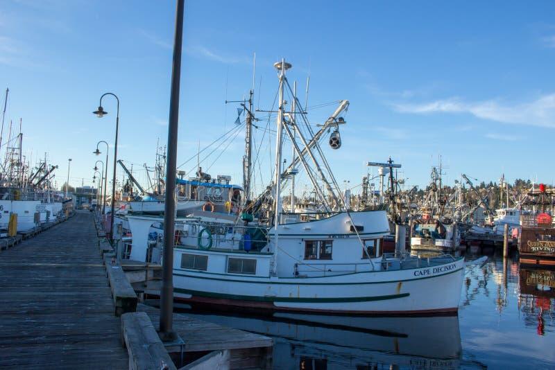 Den kommersiella fiskebåten anslöt på terminalen för fiskare` s i Seattle Washington royaltyfri fotografi