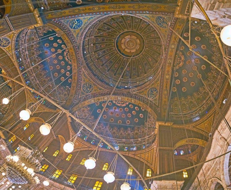 Den komplexa kupolen av den alabaster- moskén i Kairocitadellen, Egypten royaltyfria foton