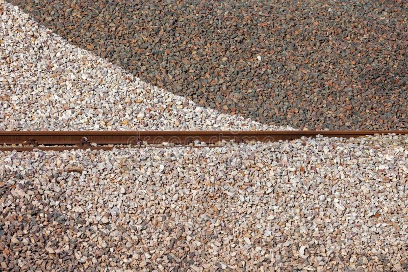 Den krossade stenen traver bakgrund med stångslingor royaltyfria foton