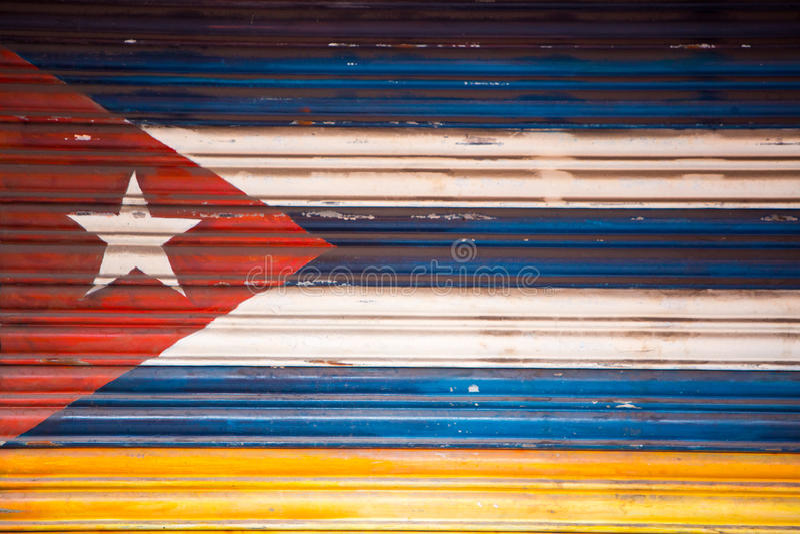 Den kubanska flaggan målade på en dörr, Banos Ecuador royaltyfria foton