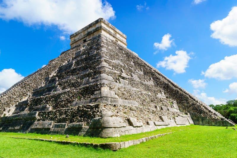Den Kukulkan templet av Chichen Itza, mayan pyramid i Yucatan, Mexico inga personer, El Castillo royaltyfri fotografi
