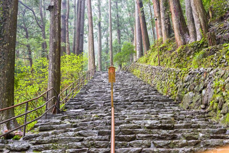 Den Kumano Kodo slingan, en sakral slinga i Nachi, Japan arkivfoton