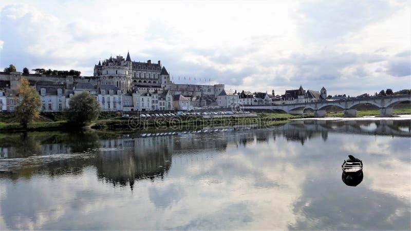 Den kungliga Châteauen på Amboise är en château som lokaliseras i Amboise, i Indre-et-Loiredépartementen av Loiret Valley i Fr royaltyfri foto