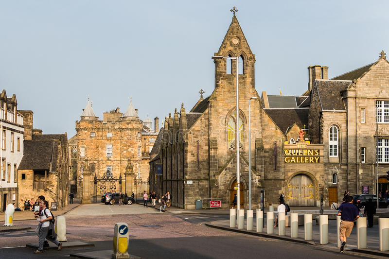 Den kungliga mil och slotten av Holyroodhouse i Edinburg, Sco arkivbild