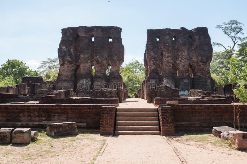 Den kungliga slotten av konungen Parakramabahu fördärvar i den forntida staden Polonnaruwa, Sri Lanka royaltyfria foton