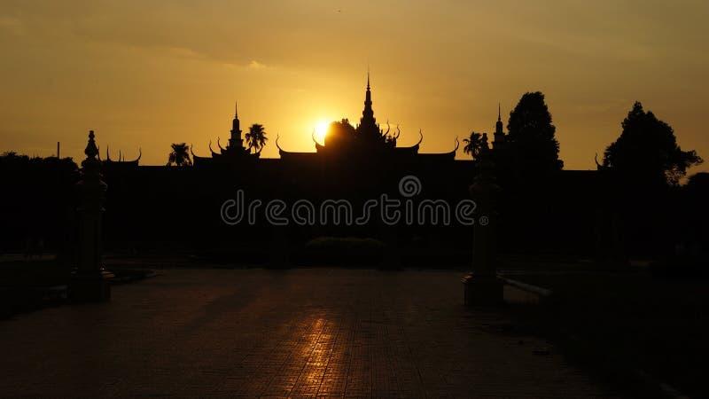 Den kungliga slotten i Phnom Penh, Cambodja royaltyfri bild