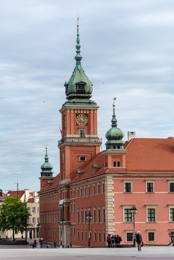 Den kungliga slotten i Warszawa den gamla stadstirrandet Miasto ?r den historiska mitten av Warszawa royaltyfri foto