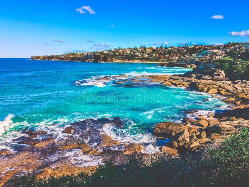 Den kust- Bondi stranden går Australien royaltyfria foton
