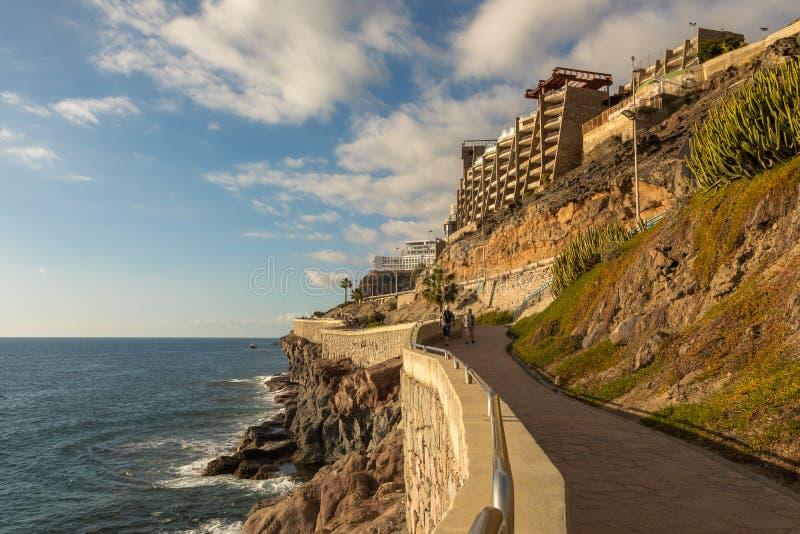 Den kust- promenaden från Puerto Rico till Amadores, Gran Canaria, kanariefågelöar, Spanien royaltyfria foton