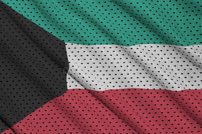 Den Kuwait flaggan skrivev ut på ett tyg för ingrepp för polyesternylonsportswear arkivfoton