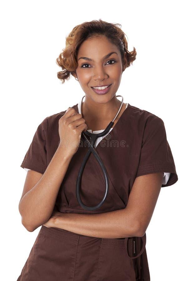Den kvinnliga sjuksköterskan skurar in håll en stetoskop. arkivbilder