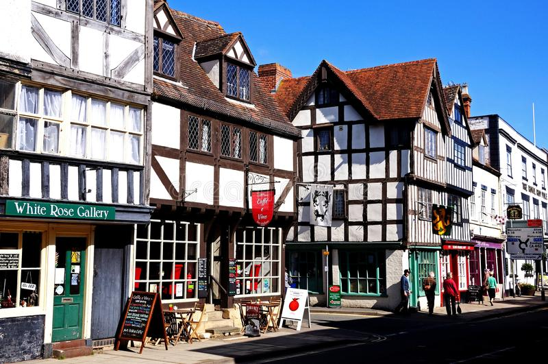 Den kyrkliga gatan shoppar, Tewkesbury arkivfoton